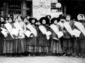 Members of the ILGWU Local 25 during the 1909 strike